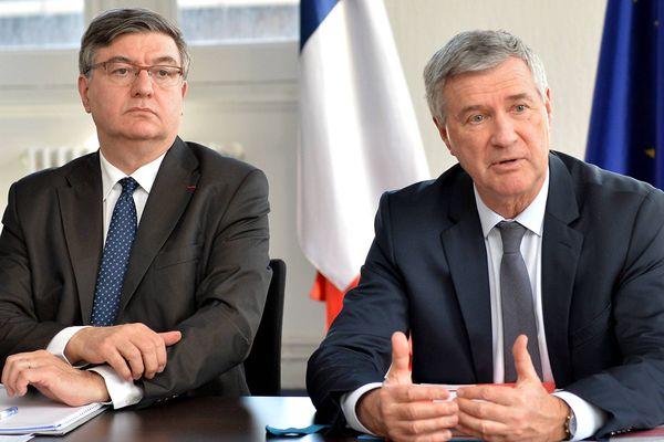 Patrick Dallennes, préfet délégué pour la sécurité et la défense de la zone Ouest, et Patrick Strzoda, ancien préfet de Bretagne (à droite), le 29 février 2016.