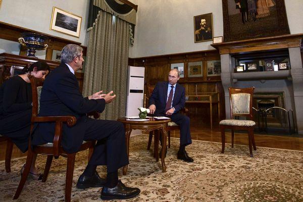 La rencontre de jeudi en Crimée entre Philippe de Villiers et Vladimir Poutine.