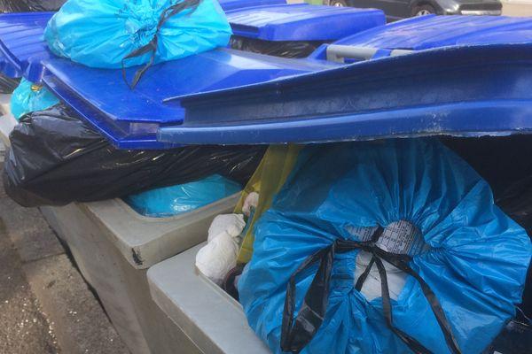 Les ordures ménagères s'amoncellent dans certains quartiers de Nantes