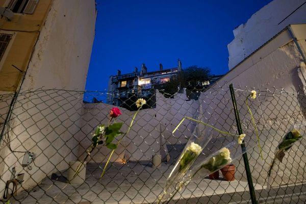 Hommage aux victimes de l'effondrement des immeubles du 63-65 de la rue d'Aubagne à Marseille, le 5 novembre 2018, place Homère, rebaptisée symboliquement Place du 5 Novembre.