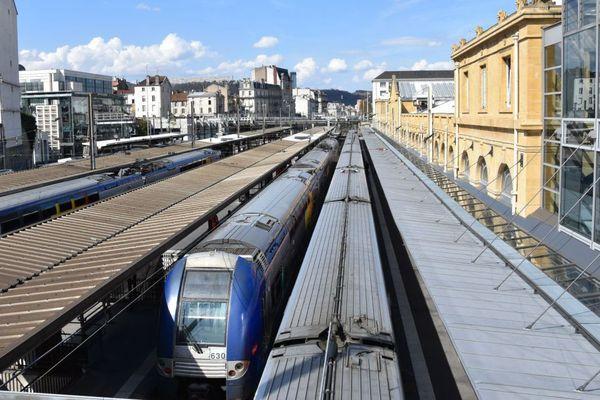 Des trains à l'arrêt en gare en raison de la grève