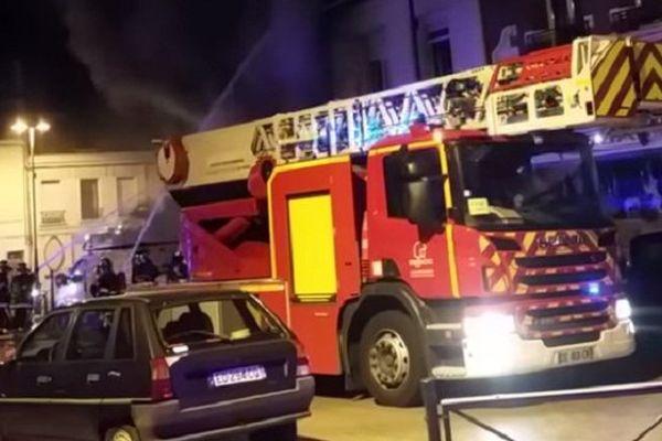Image de l'incendie du 13 septembre 2016 dans un immeuble de trois étages à Cambrai.
