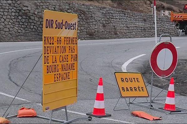 La RN 22 est l'unique voie d'accès directe entre la France et l'Andorre, via le-Pas-de-la-Case. Suite à un éboulement vendredi dernier près du poste de douane du Pas-de-la-Case, la route ne devrait pas rouvrir avant la fin mai.