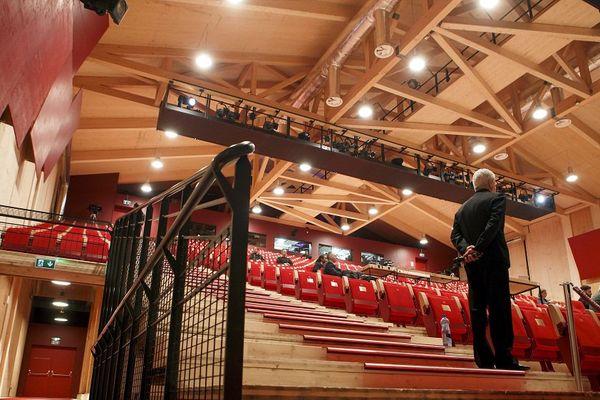 """Le pavillon en bois du temporaire """"Opéra des Nations"""" de Genève."""