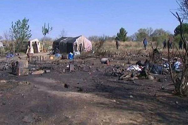 Le campement qui abritait plusieurs familles Roms a été complètement détruit. Perpignan, le 27 mars 2014.