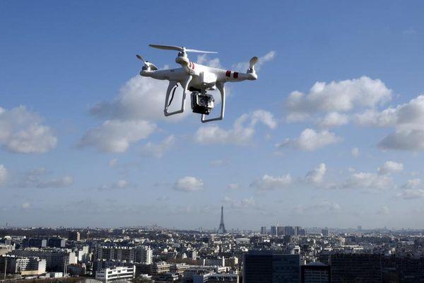 Un drone, près de Paris, le 27 février 2015.