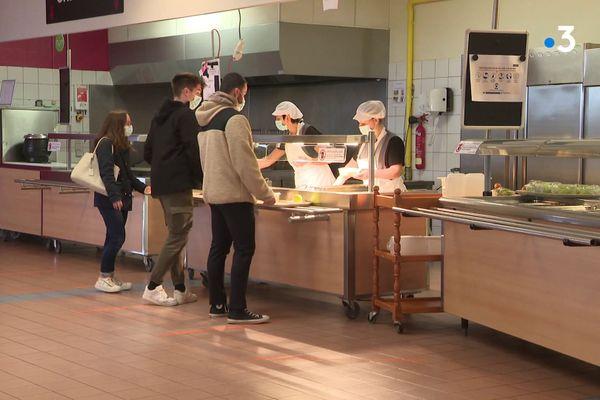 Les Crous se sont mobilisé pendant le confinement pour maintenir ouverts leurs Restos U' et cafétérias et propose des repas à 1 euro.