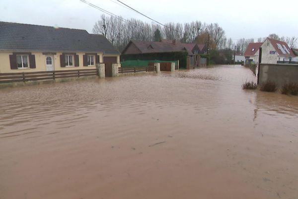 Une rue sous les eau à Bréxent, dans le Pas-de-Calais.