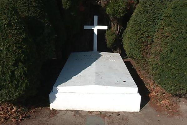 La tombe de Pétain dans le cimetière de l'Ile d'Yeu