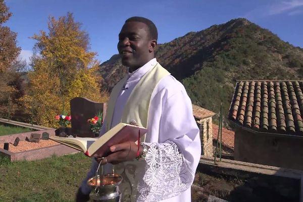 Le prêtre Joseph-Charles Mbogba est basé à Laragne.