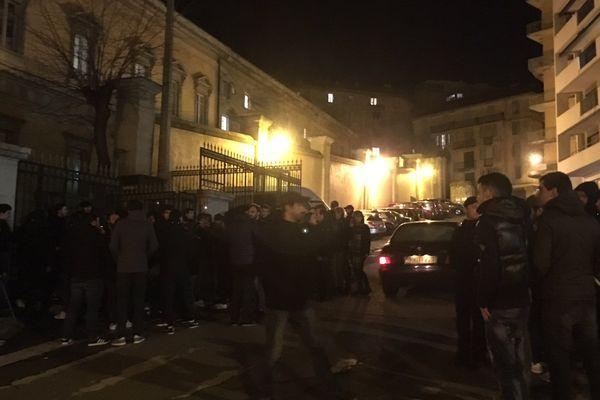 Rassemblement de soutien à deux supporters condamnés, le lundi 30 janvier devant le tribunal de grande instance de Bastia.