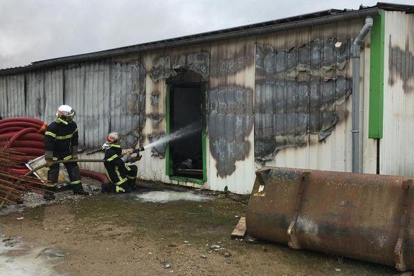 Une menuiserie de Portbail part en fumée