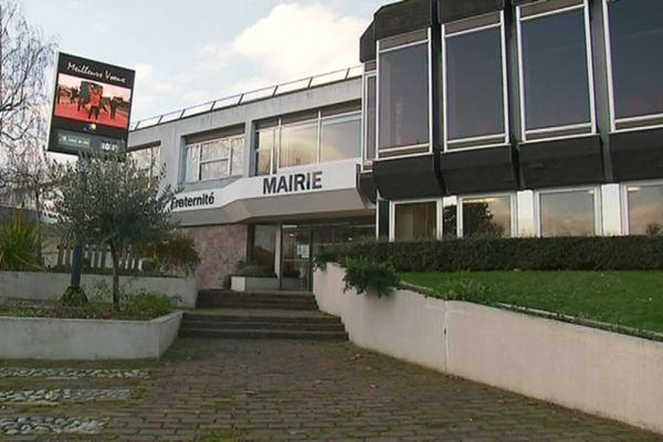 La façade de la mairie de Cléon (Seine-Maritime) – Archives