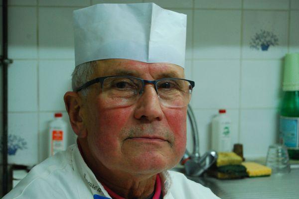 À 75 ans, Maurice Bigot travaille toujours dans sa charcuterie de Pierrefonds dans l'Oise où il s'est installé au début des années 70.
