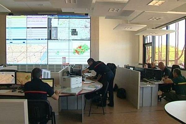 Vailhauquès (Hérault) - le centre opérationnel d'alerte des pompiers de l'Hérault - juillet 2015.