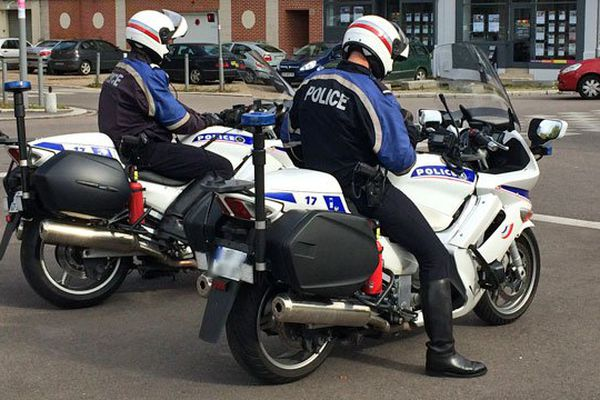 Deux motards de la police à Rouen - Archives