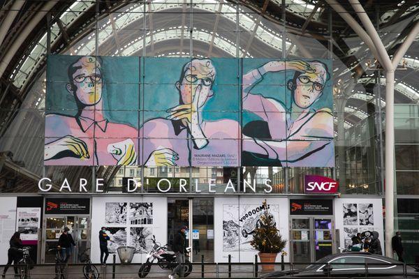 L'entrée de la gare d'Orléans au couleurs du Festival international de la BD