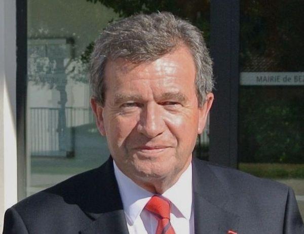 Pour Jean-Pierre Belfie, 74 ans, le maire de Bezannes, quand on est maire, on assume ses responsabilités.