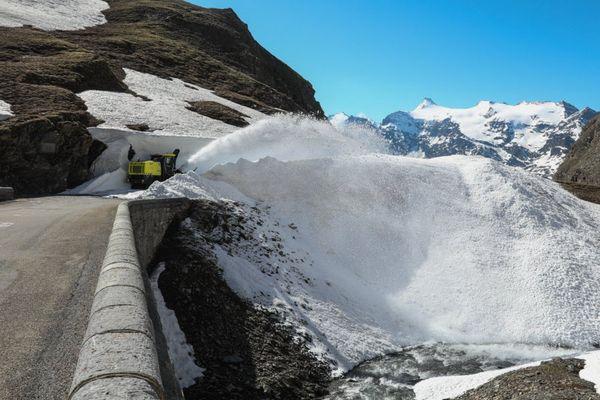 Le col du Mont-Cenis a été entièrement déneigé le 14 mai 2021.