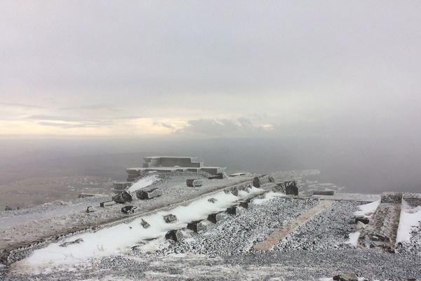 Des visites sont organisées au sommet du puy de Dôme pour découvrir le Temple de Mercure.