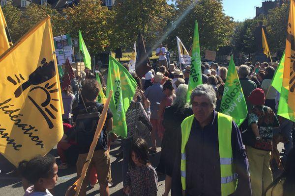 Manifestation contre le bétonnage des terres agricoles à Pontivy