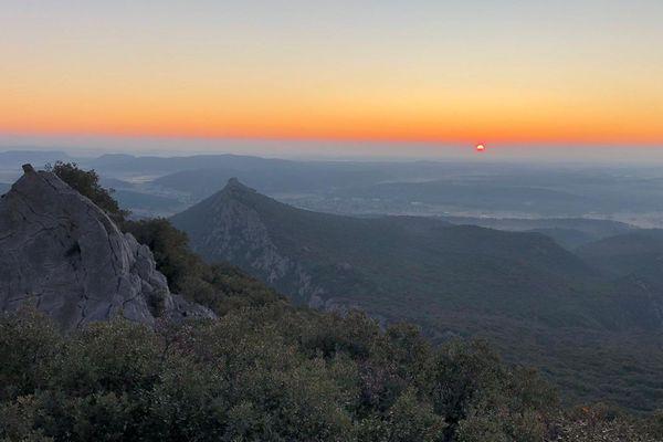 Lever de soleil au Pic Saint Loup dans l'Hérault