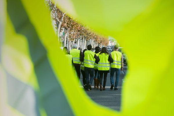 Dans le Cantal, les gilets jaunes ont annoncé différentes actions, samedi 17 novembre, pour dénoncer l'augmentation des taxes, notamment celles du carburant, et plus généralement pour la défense du pouvoir d'achat.
