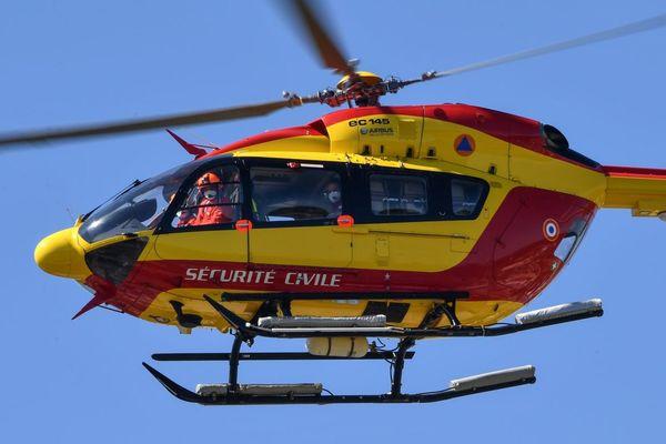 Les hélicoptères Dragon 63 et Hélisa 42 ont été mobilisés pour le transfert des blessés (image d'illustration)