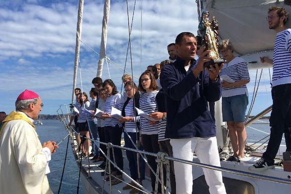 Des marins, pèlerins, prêt à partir sous la protection de la vierge