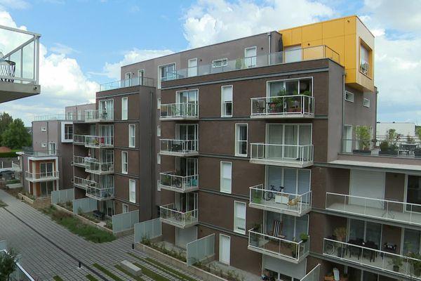 Ce bâtiment résidentiel neuf à Amiens ne satisfait pas tous les propriétaires : certains pointent du doigt des malfaçons qui rendent leurs biens difficilement habitables ou louables.