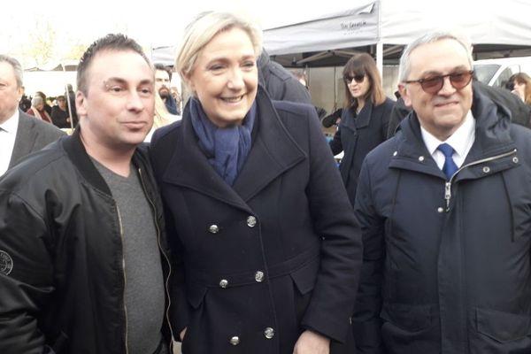Marine Le Pen, présidente du Rassemblement National, à la rencontre de sympathisants.