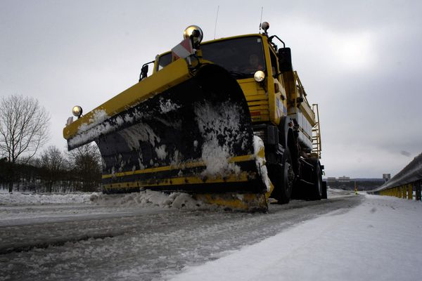 En raison des chutes de neiges attendues mercredi 28 février, la circulation des poids lourds est interdite sur l'A 75, dès  7 heures, dans le sens nord-sud, à partir de l'aire de retournement de Lorlanges, en Haute-Loire.