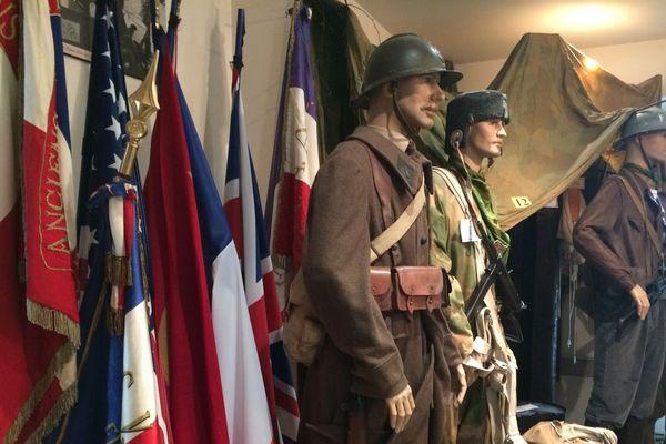 Armes, uniformes, photos et témoignages : le Musée de la Résistance à Saint Gervais d'Auvergne (Puy-de-Dôme) fait revivre l'histoire des maquisards pendant la Seconde Guerre Mondiale.
