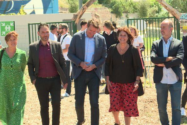 L'écologiste Michèle Rubirola, ici entourée de Yannick Jadot et Sébastien Barles, est à la tête du Printemps Marseillais, liste d'union de la gauche et de citoyens.