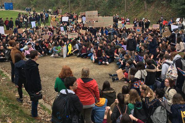 Organisation de la manifestation au parc du Thabor