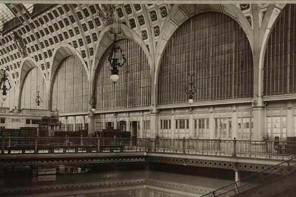 Le grand hall de la gare d'Orsay, sous les eaux, Paris 7e, 1910.