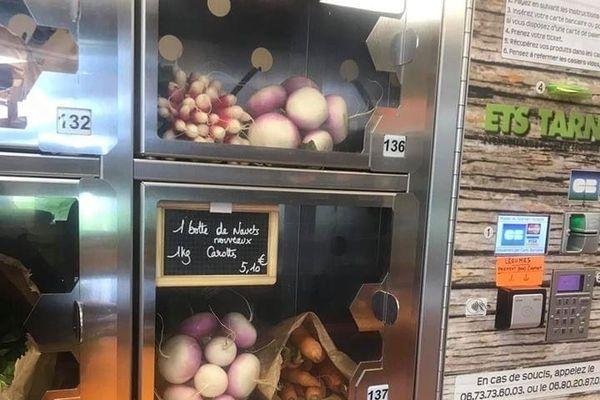 Casiers du distributeur de produits locaux de la cabane aux quatre saisons