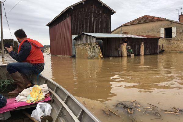 L'eau est montée d'au moins un mètres au rez-de-chaussée des habitations à Fontet dans le sud Gironde
