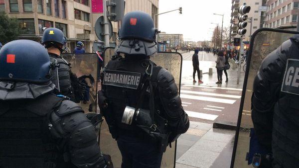 8 décembre 2018- Les gendarmes mobiles bloquent le bas de la rue Jeanne d'Arc