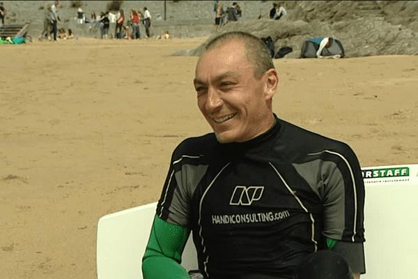 Christophe Ballois a commencé le kitesurf et a participé au développement de ce sport de glisse en France.