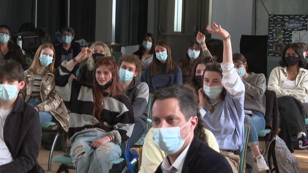 De nombreuses questions posées par les lycéens aux deux rescapés des attentats du Bataclan.