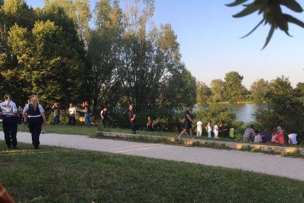 Les trois enfants qui ont coulé à pic dans le lac des Prés Saint-Jean appartiennent à la même fratrie