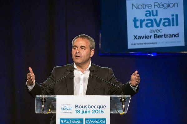Xavier Bertrand, en campagne pour les Régionales à Bousbecque (Nord), près de Lille, le 19 juin 2015.