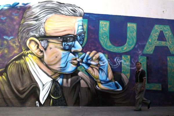 Une fresque murale à l'effigie de Juan Rulfo, dans la ville de Tuxcacuesco, au Mexique