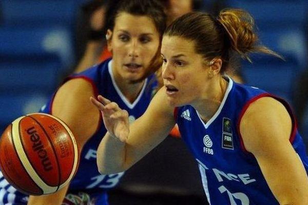 La basketteuse de Lattes-Montpellier Gaelle Skrela portant le maillot de l'équipe de France lors de l'Euro 2015