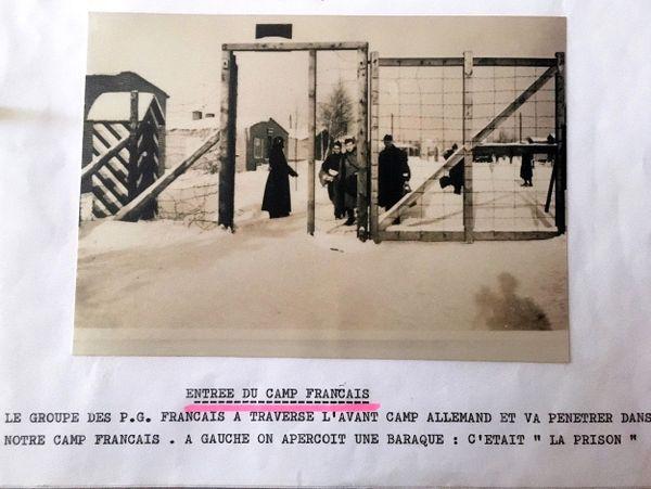 Une entrée coté français du stalag VIII c  - Les prisonniers de guerre étaient dans des zones différentes pour chaque nationalité
