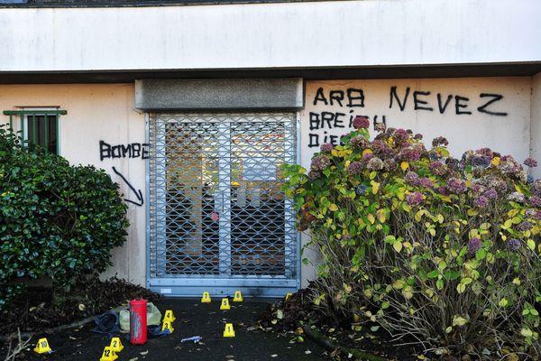 Le 19 décembre 2013, les démineurs font exploser un engin placé devant la Perception de Lanmeur (29). Une revendication signée ARB Nevez a été trouvée sur place.