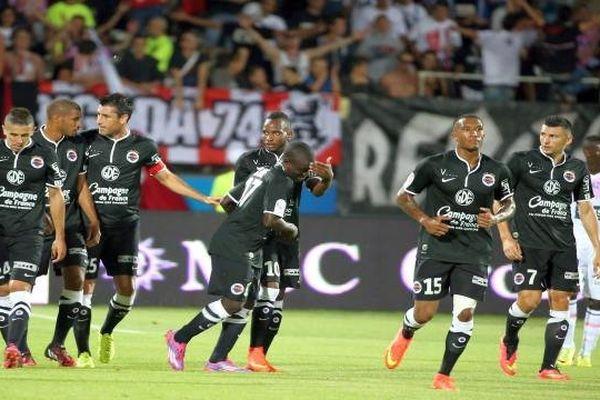 N'Golo Kante ouvre le score à la 12ème minute