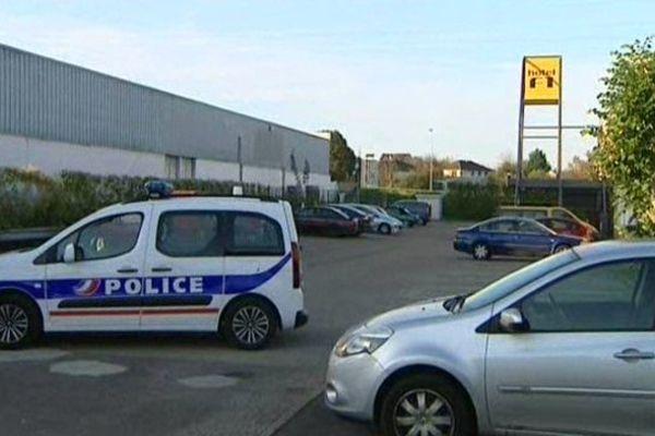 Le corps du touriste britannique a été découvert dimanche vers 9h, à proximité d'un entrepôt de Dole.