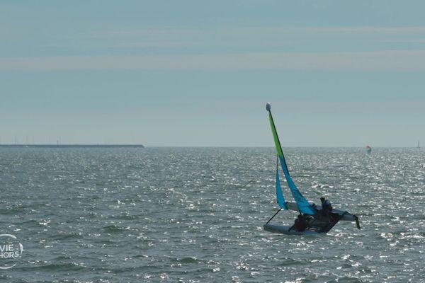Julie Hattue fait du catamaran à Tharon-Plage